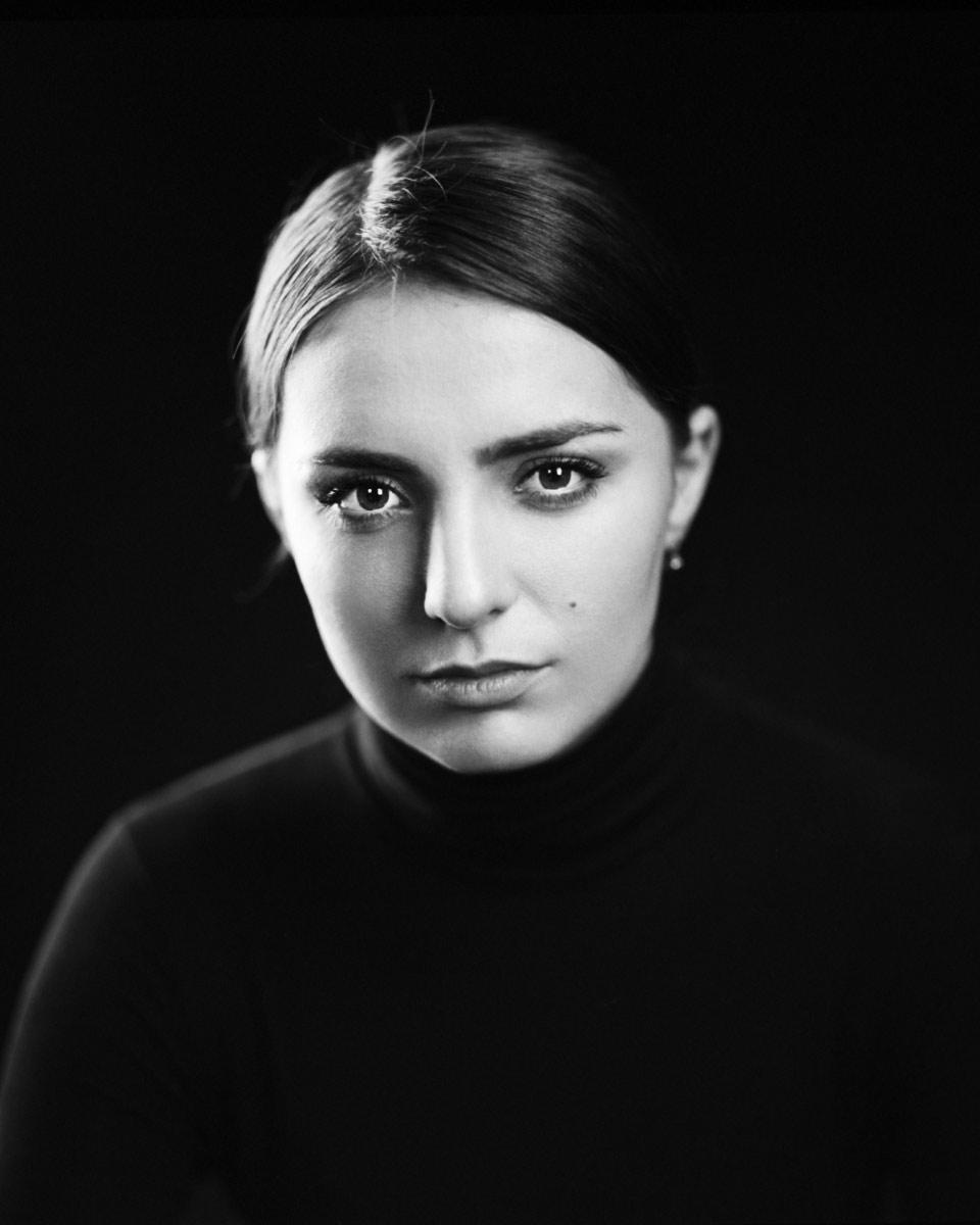 Kristina Kholostova, actress, b&w studio portrait © Sasha Krasnov - Photography