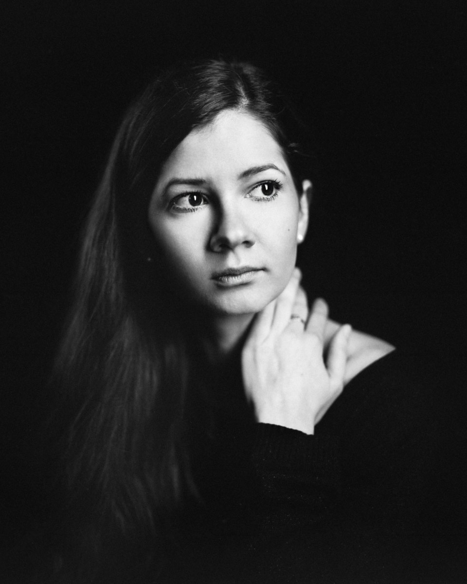 Maria Tocmacheva, actress, b&w studio portrait © Sasha Krasnov - Photography