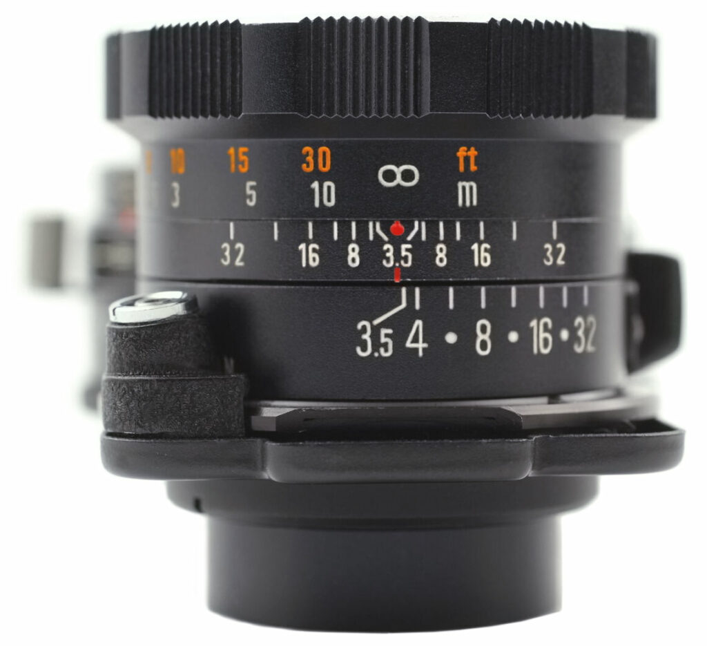 Mamiya-Sekor 105mm F3.5 DS - DOF preview in viewing lens